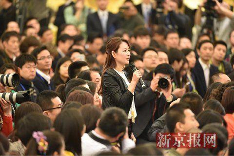 新京报记者提问。新京报记者 陈杰 摄