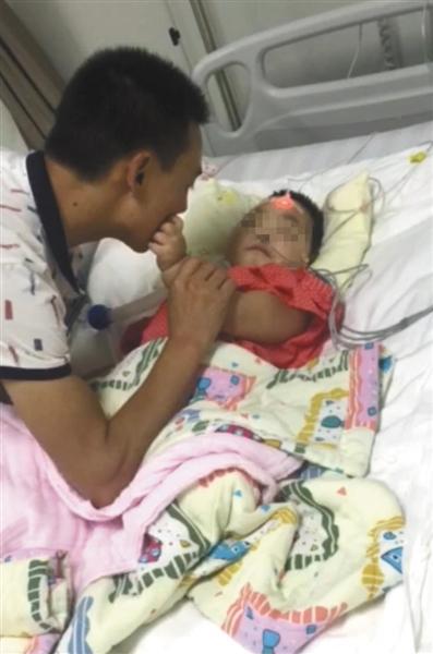 河南2岁女童疑遭母亲情夫虐打 昏迷十个多月