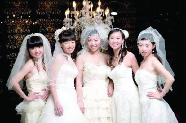 英报:中国女人比男人辛苦 大龄未婚压力更大