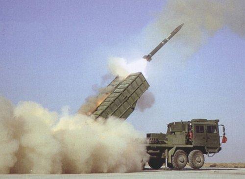 远程多火箭炮系统图_中国PHL03型300毫米远程火箭炮系统