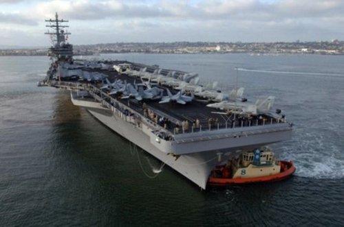 美国航母部署东亚 专家称爆发战争可能性高