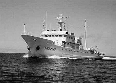 广西渔船遭5艘外国炮艇包围被渔政船以1对5救回
