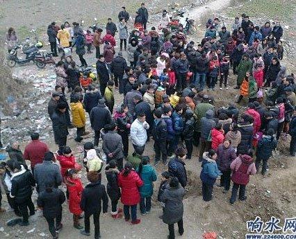 快讯:江苏响水县裕廊大桥下挖出多具孩童尸体