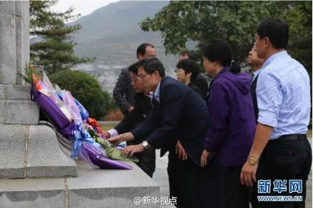 中国驻朝鲜大使馆祭扫志愿军烈士陵园(图)