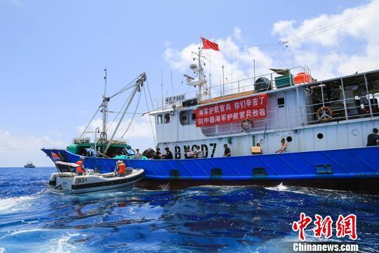 海军第二十二批护航编队为小吨位渔船延伸护航