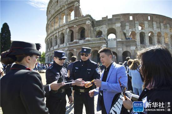 中国警察首次巡逻罗马和米兰 保障中国游客安全