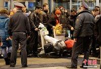 高清:莫斯科机场摆放鲜花悼念遇难者