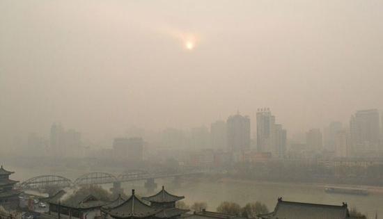江苏局地空气重污染 启动应急预案防控PM2.5