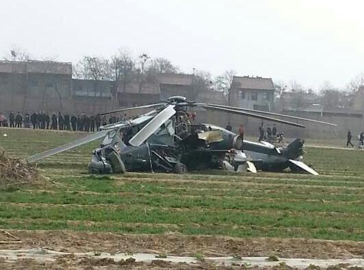 一架武直10直升机在陕西渭南固市镇农田坠落