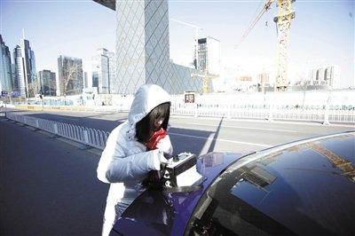 志愿者实地检测寻找PM2.5:机动车尾气是主源