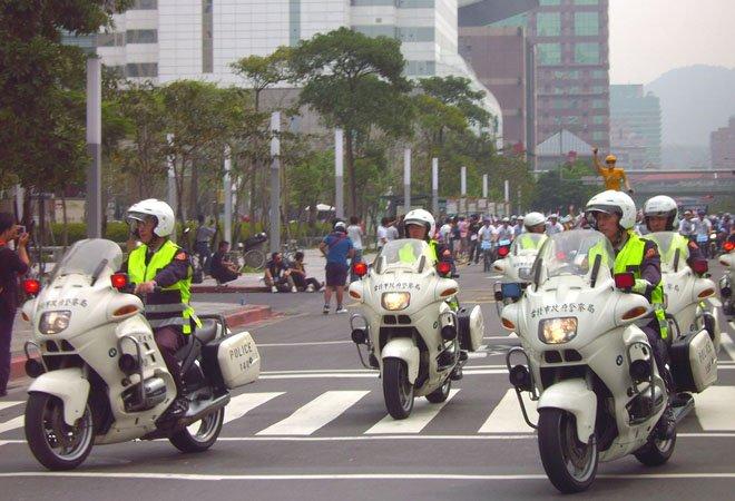 正在巡逻的台湾警察