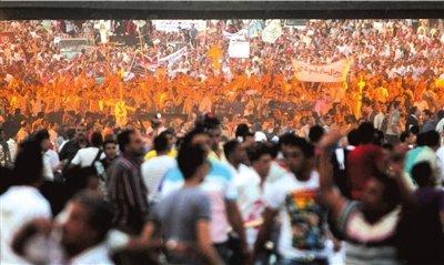 埃及示威集会发生冲突 军车冲向人群碾死19人