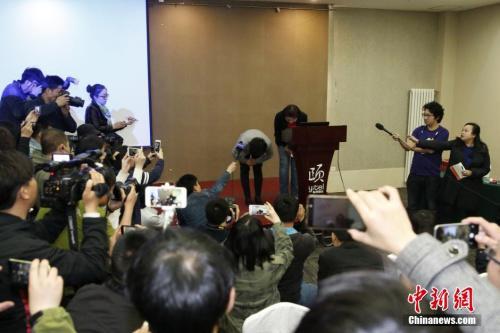 6日,北京和颐酒店高层鞠躬致歉。 <a target='_blank' href='http://www.chinanews.com/'><p  align=