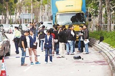 香港黑帮老大李泰龙_香港黑帮头目在街头遭活劈 警方疑帮派仇杀(图)