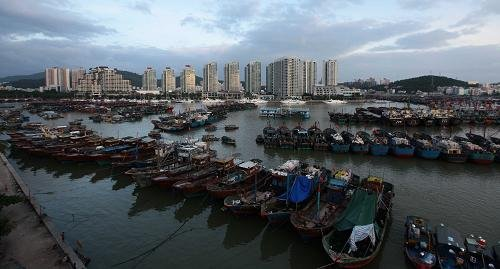 """""""纳沙""""或将袭来 三亚大批渔船停港避风(图)"""