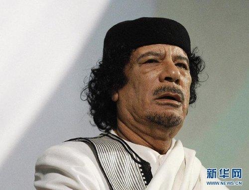 利比亚反对派8月22日凌晨称反对派武装已控制首都的黎波里,目前正在全城搜捕卡扎菲,并排除其离开利比亚的可能。利比亚反对派已确认卡扎菲长子穆罕默德·卡扎菲向反对派投降、次子赛义夫·卡扎菲被捕。这是2010年8月30日,利比亚领导人卡扎菲在意大利罗马讲话时的资料照片。新华社/路透