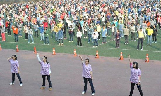 重庆一中学学生课间操改跳《江南Style》 - 江湖如烟 - 江湖独行侠