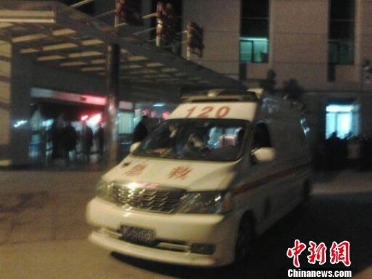 江苏丰县校车侧翻事故遇难人数上升至15人