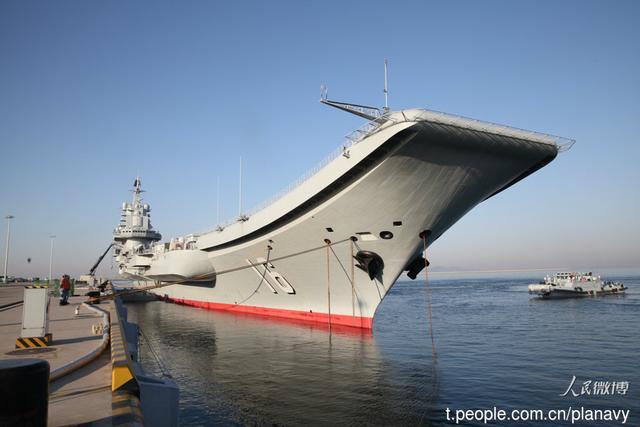 外媒称中国正在为新航母建码头:比邻辽宁舰