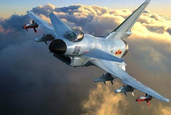 双机飞掠扰流示警 歼10绝招吓退窜东海美谍机