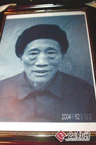 云南村官去世近 3000 村民送别 义务护路 20 年