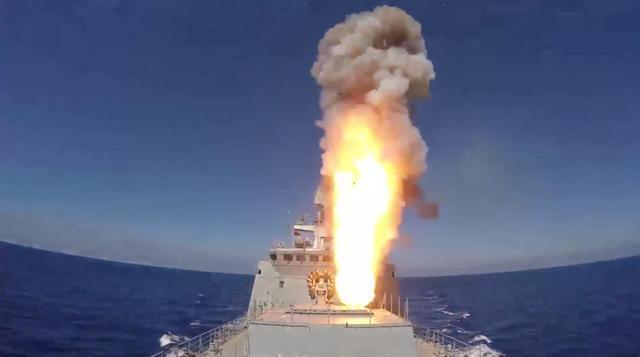 俄军舰向叙利亚代尔祖尔地区IS设施发射导弹