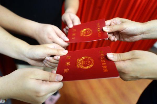 美媒关注中国人不愿结婚:学历收入双高 失去动力