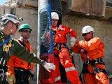 救援人员成功对救生舱进行了测试