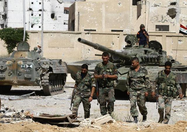 坦克--叙军打破IS对代尔祖尔包围,结束长达3年围困