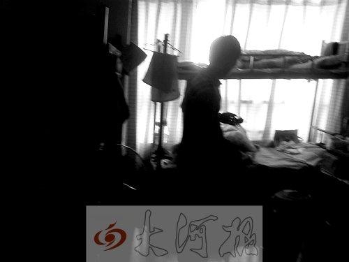 郑州蚁族群租生活调查:三室两厅挤下18个租客