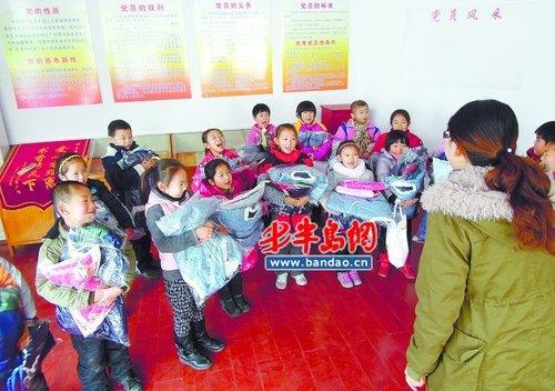 """""""衣加衣"""":3天赠送200件衣物帮助近80个孩子"""