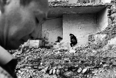重庆汉子在芦山生活18年 无本地户口无法领取救灾物资