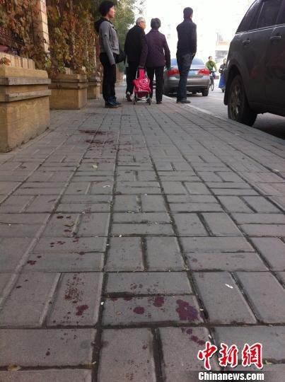 太原爆炸致1死8伤 目击者称飞来碎石击中老太