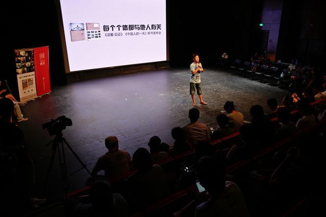 图为:腾讯网新闻中心总监李天亮发表开场祝词