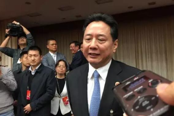 """王儒林曝料:有老板在厅长面前把""""行贿""""字条吞了"""