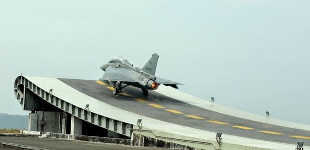"""印度海军发出信息邀请函招标舰载机 拒绝""""光辉""""上舰队"""