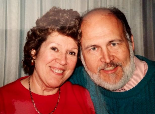 男子为妻子每天写情书坚持40年 1万封装满25箱