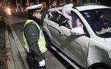 车玻璃被撞碎,他用棉被挡住开了1000公里