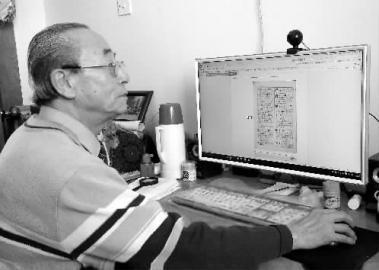 """74岁老人被称""""活字典"""" 能默写新华字典所有字"""