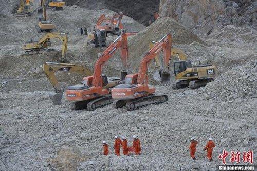 西藏山体垮塌现场遇大雪天气 已找到2名遇难者