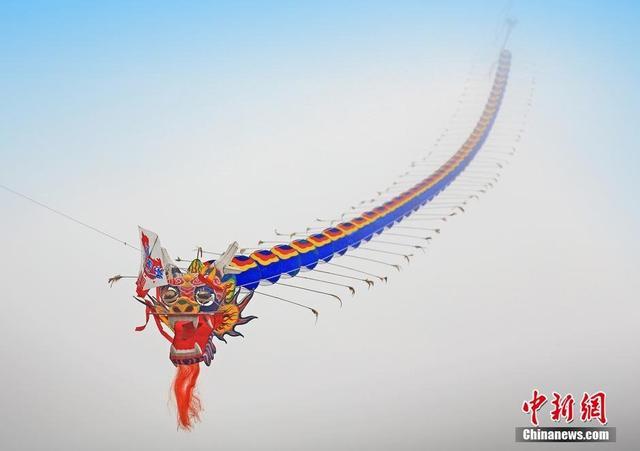 组图:世界最长风筝亮相重庆 长度超6000米