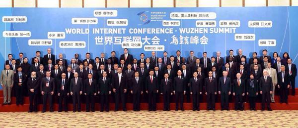六人排球全场站位图-12月16日开幕日,在集体合影中,阿里巴巴董事局主席马云站在中国国