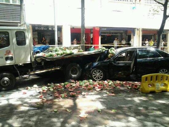 高清图—宁波海曙辖区咏归路菜场发生割喉杀人案