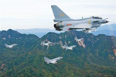 经过试飞定型的歼-10战机翱翔祖国蓝天