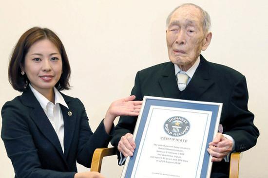世界最长寿男性迎112岁生日 一日三顿几乎全吃完