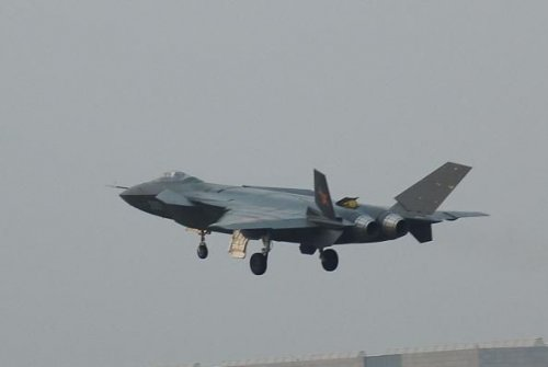 """中国SD-10空空导弹让歼20""""如虎添翼""""(图)"""