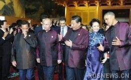 普京与奥巴马APEC峰会碰头互致问候(图)