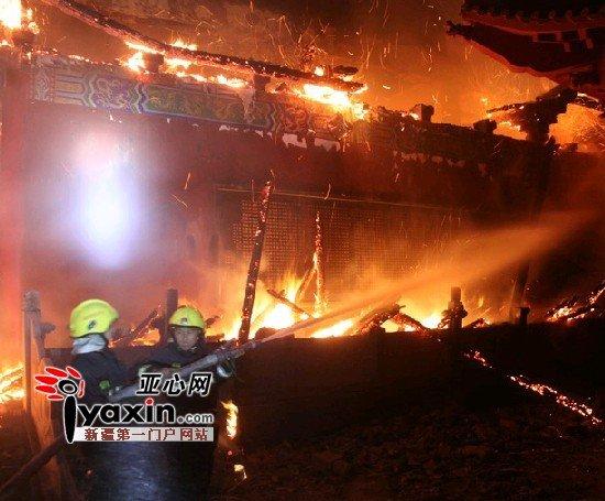 乌鲁木齐市水磨沟清泉寺夜起大火 疑似人为纵火