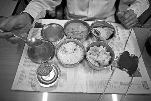印度孟买送饭工每天为20万上班族送午饭(组图)