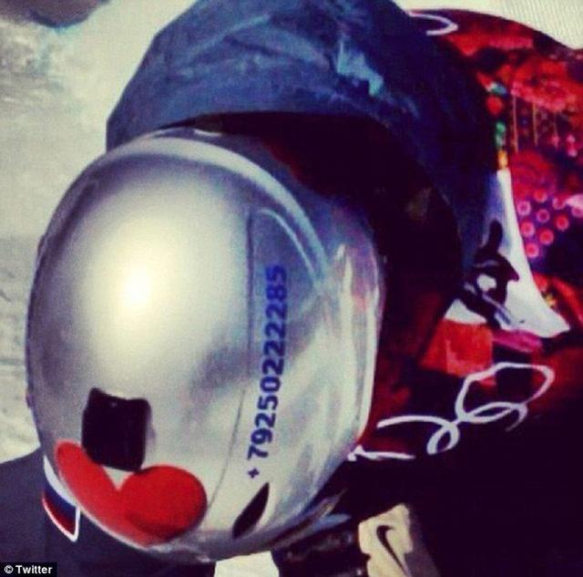 俄滑雪选手将手机号印在头盔上 收到2000条短信